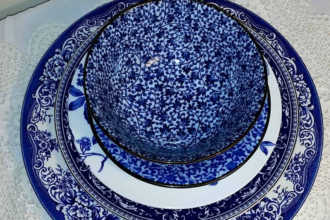 Cobalt Blue and White Kitchen Decorating Inspiration and Ideas DiscoverCreateInspire.com