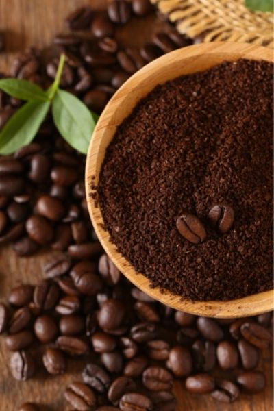 Coffee grounds are perfect odor absorber for your freezer, refrigerator or kitchen. Leaven an open bag in your freezer to keep it smelling fresh. DiscoverCreateInspire.com